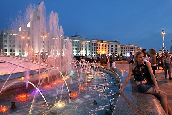 Вечером у фонтана