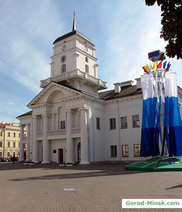 Фасад ратуши со стороны Немиги