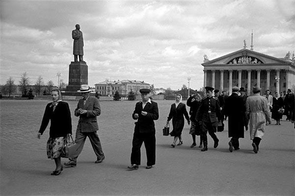 Памятник Сталину на площади